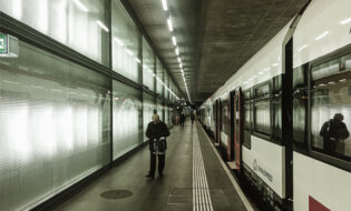 Oberbauten der Bahnhöfe CEVA